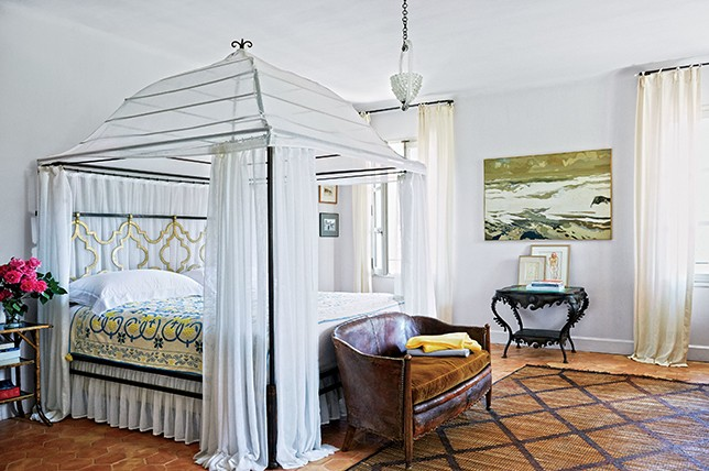 Canopy bed ideas 10 styles perfect for your home d cor aid - How to decorate a canopy bed ...