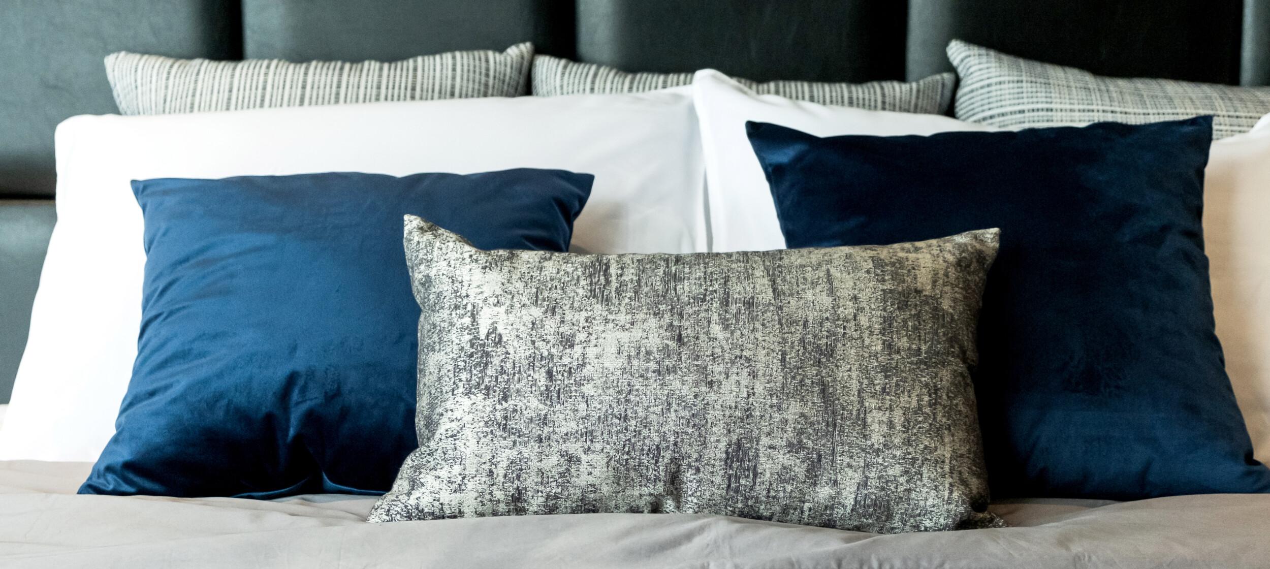 bedding decorativ e pillows