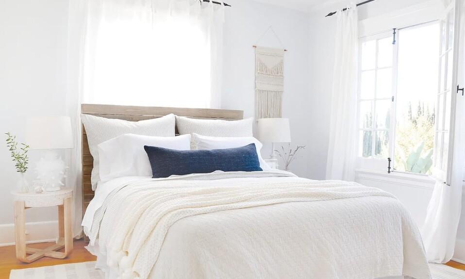 light colors bedroom