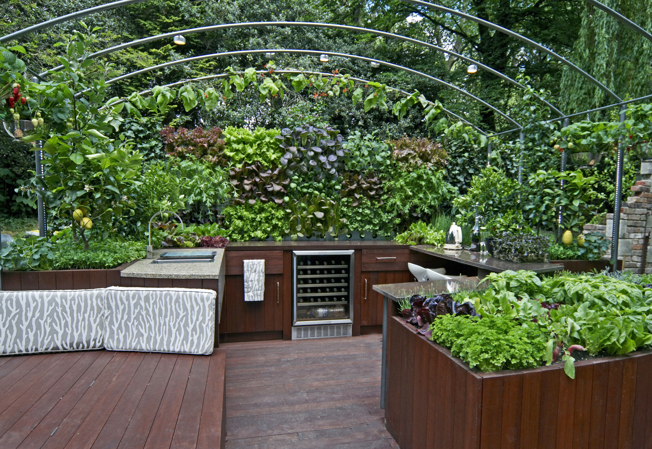 outdoor deck plant trellis