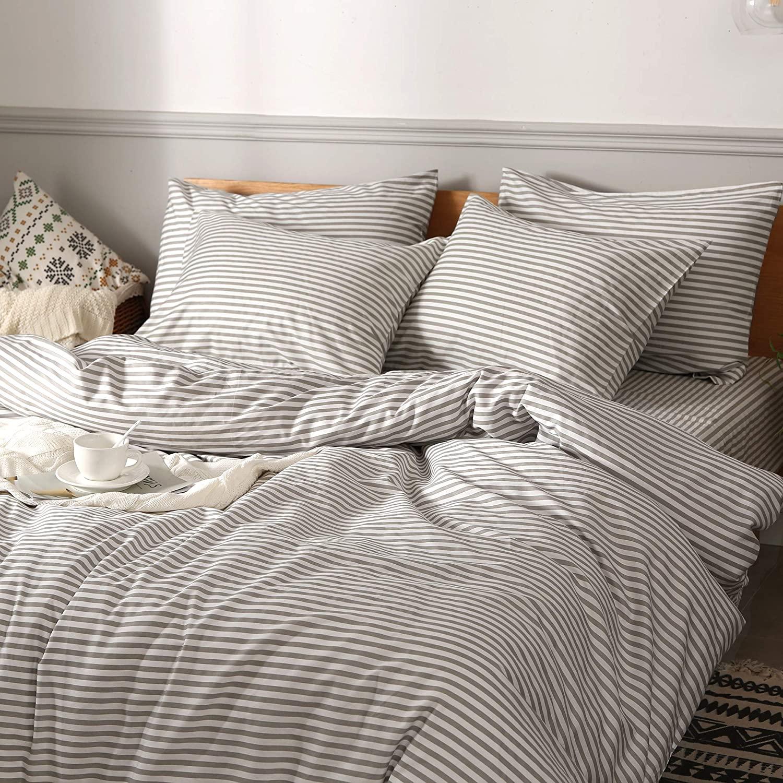 striped bedding idea