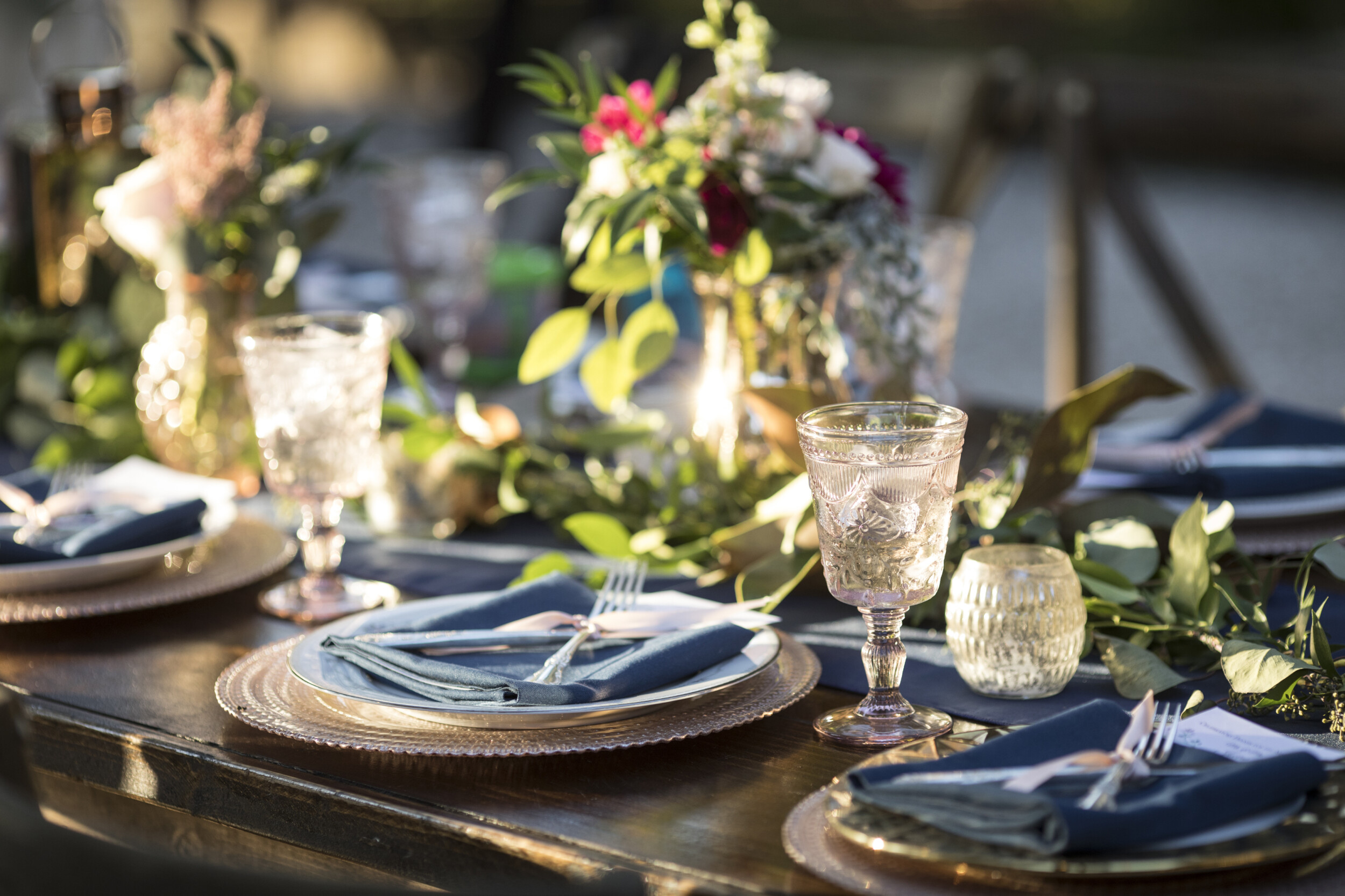 table setting outdoor summer party